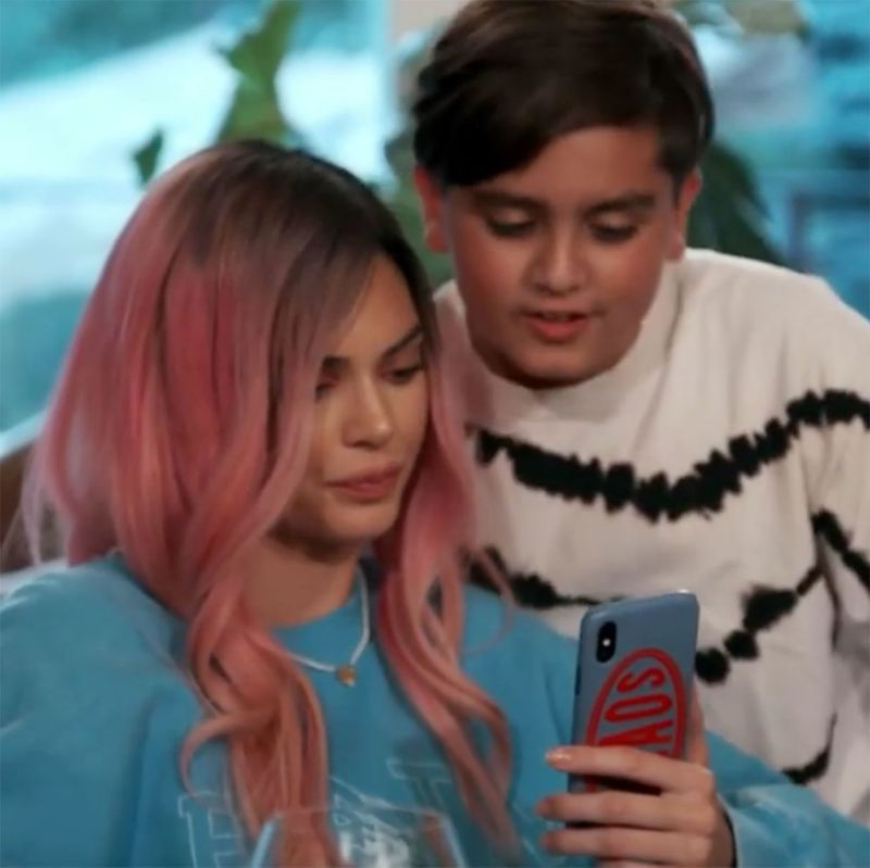 Kendall Jenner Mocks Kylies Over-Lined Lips as She Channels Her on KUWTK Finale - Yahoo Entertainment
