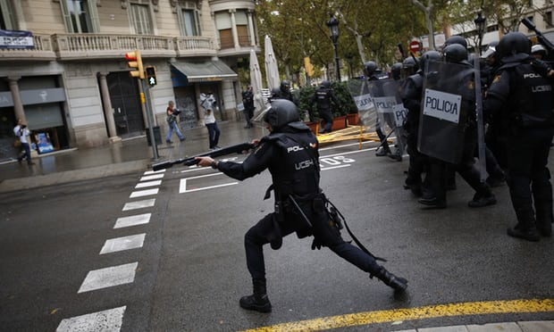 Catalan government: 465 injured by Spanish police violence during referendum - live