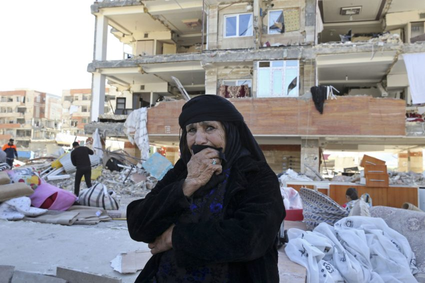 Rescuers dig through debris after Iran-Iraq earthquake kills more than 530