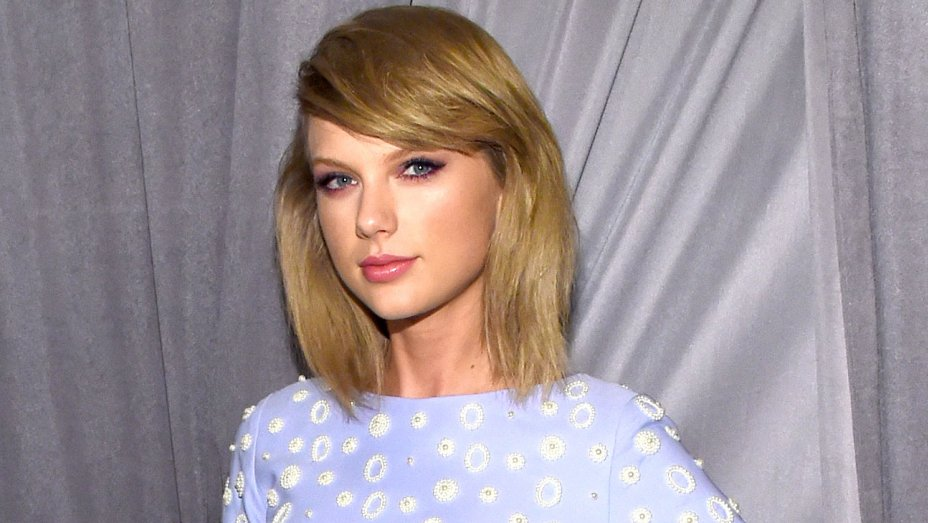 American Music Awards: Taylor Swift Sends Heartfelt Message to Honoree Diana Ross