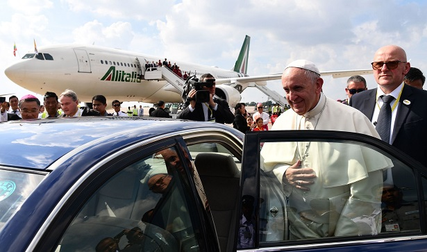 Pope Francis Arrives in a Myanmar Tarnished by Rohingya Crackdown