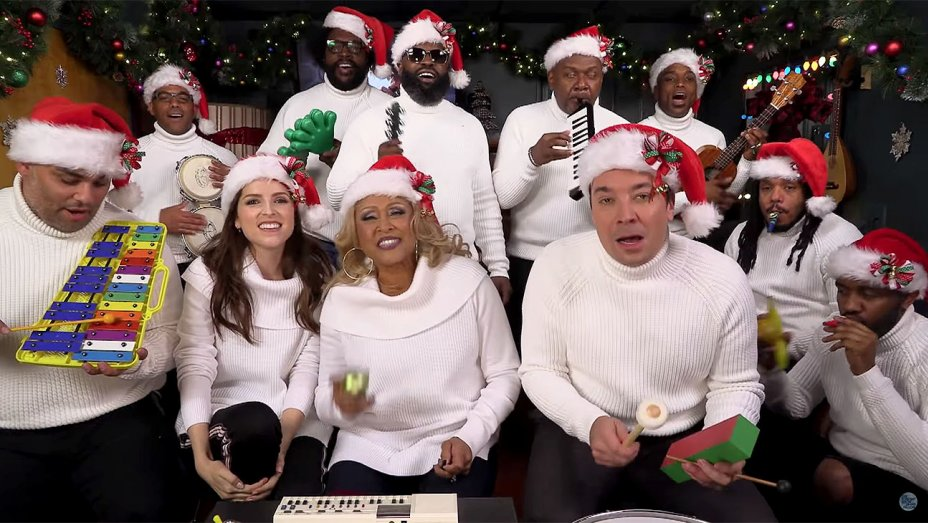 Anna Kendrick, Darlene Love Play Christmas (Baby Please Come Home) With Classroom Instruments