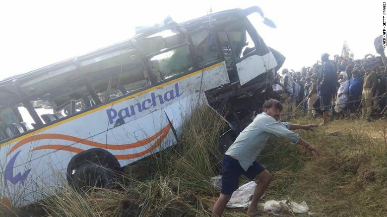 India bus crash kills 33 Hindu pilgrims