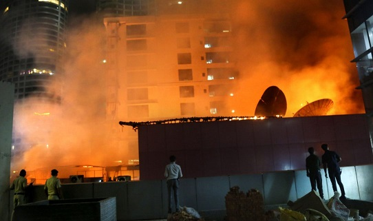 Fire engulfs rooftop restaurant in Mumbai killing 15