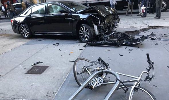 New York horror: Car hits multiple people in Manhattan – Emergency services on scene