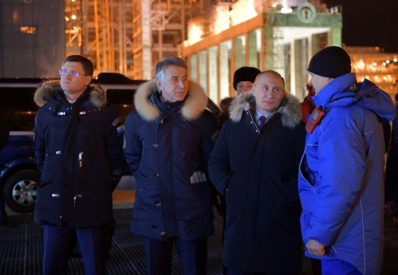 Putin to Saudi energy minister: buy our gas, save your oil