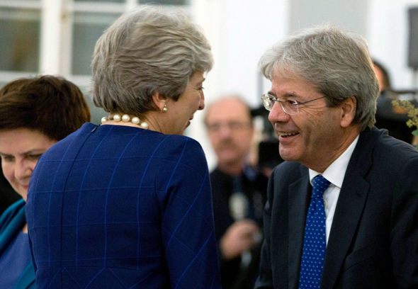 Oh no you don't May! Photo shows how EU kept PM from talking to Merkel in Brexit block