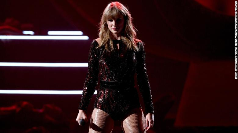 Taylor Swift kicks off the American Music Awards