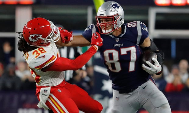 Patriots edge Chiefs in thriller as Brady outduels Mahomes ... for now