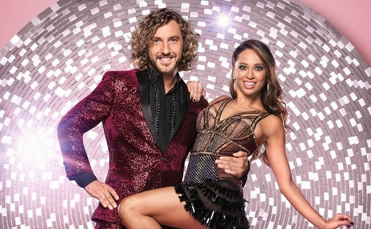 Strictly Come Dancings Katya Jones And Seann Walsh Filmed Kissing In Street