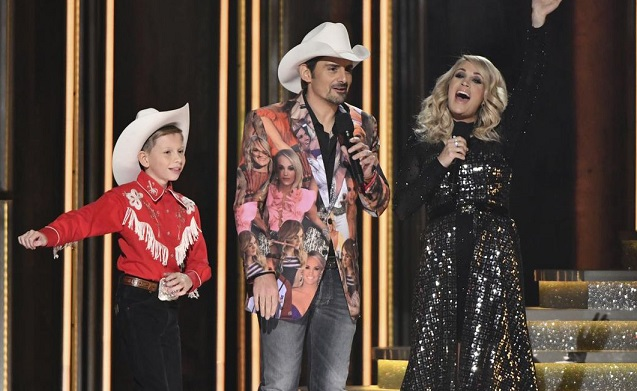 Carrie Underwood reveals the gender of her baby at CMAs