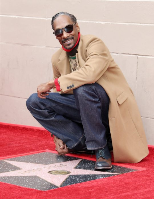 Jennifer Garner is too cute as she copies Snoop Doggs dance on Hollywood Walk of Fame