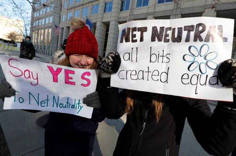 21 states sue to keep net neutrality as Senate Democrats reach 50 votes