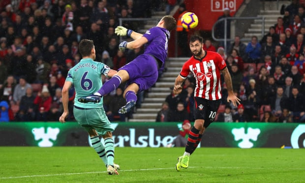 Charlie Austin rises highest as Saints sink Arsenal in five-goal thriller