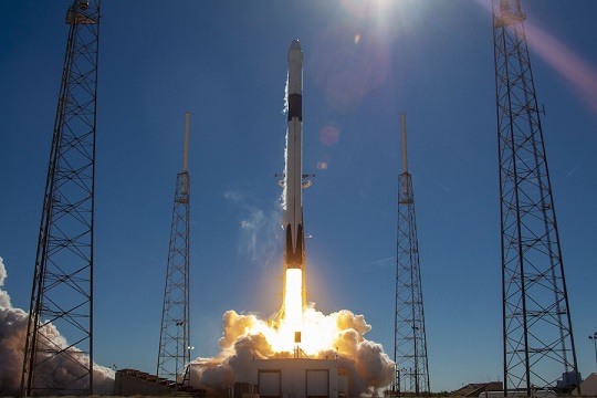 SpaceX Falcon 9 boosts Dragon cargo ship to orbit, first stage misses landing target