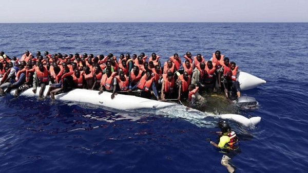 Italy: 800 migrants rescued, 2 bodies found in Mediterranean