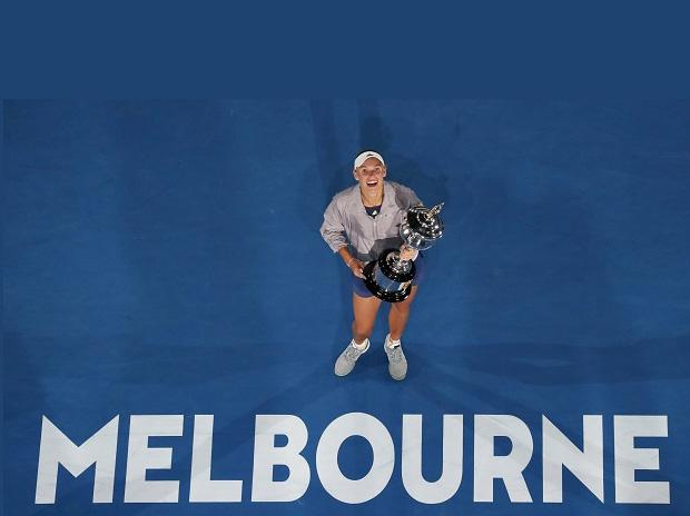 Caroline Wozniacki wins Australian Open title after epic battle with Halep