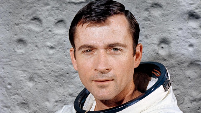 John Young, ex-astronaut who walked on moon and commanded 1st shuttle flight, dies