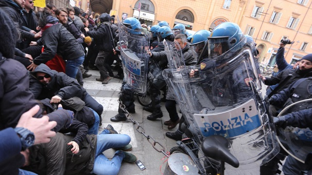 Italian police clashes with anti-fascists leaves 7 injured