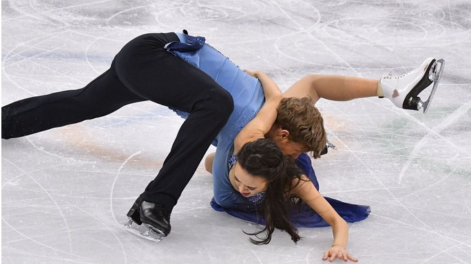 American ice dance duo Madison Chock and Evan Bates suffer shocking fall in long program