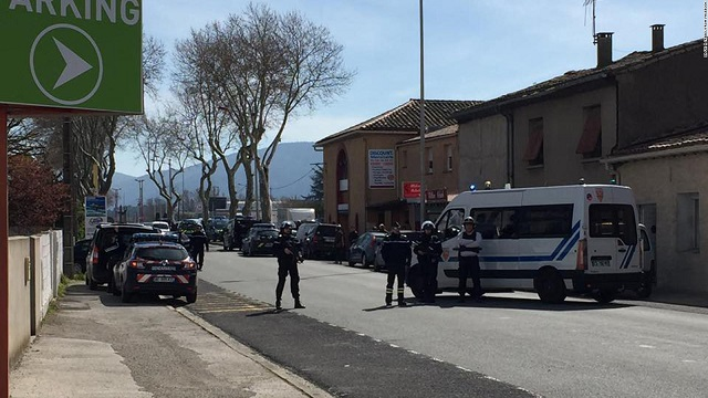 Hostage-taker killed at supermarket, two victims