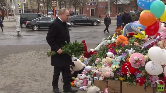 Putin lays red roses at venue of deadly mall blaze in Kemerovo that killed 64
