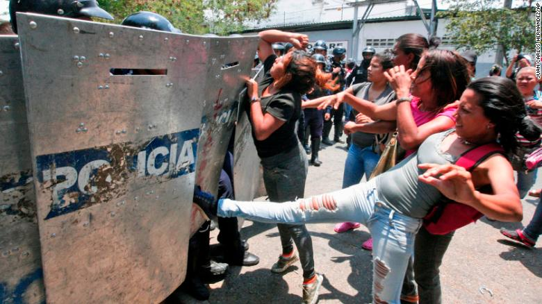 Scores killed in Venezuela prison fire