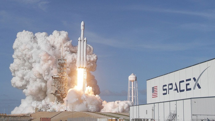 SpaceX gets FCC approval to offer broadband internet service with satellites
