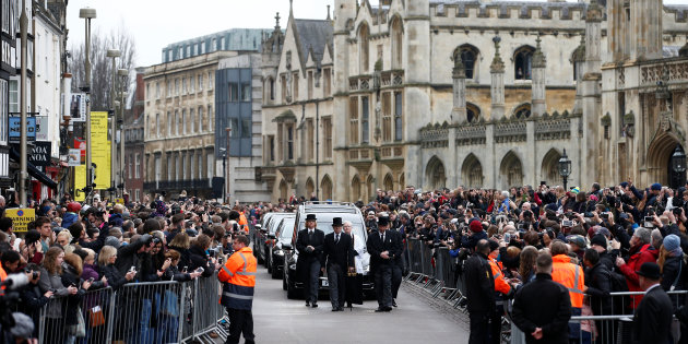 Stephen Hawkings Funeral Brings Out Hundreds To English Streets
