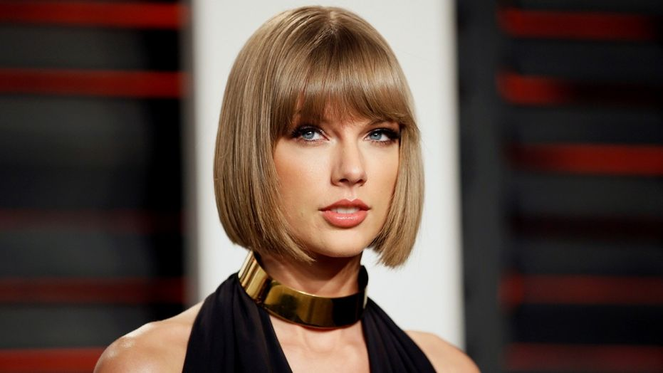 Taylor Swift stalker suspect wore mask, had knife and rope, police say
