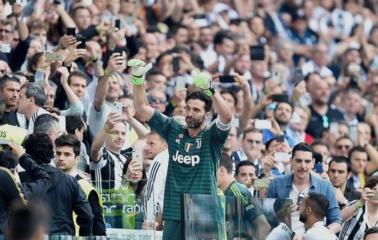 Juventus mark Buffon's last match and raise Serie A trophy