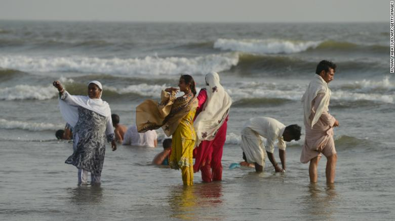 Heatwave kills at least 65 in Pakistan