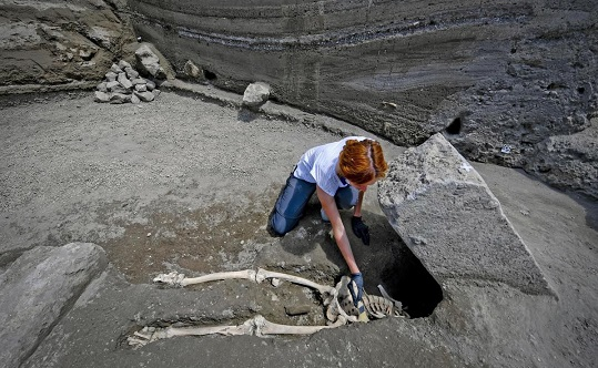 New find at Pompeii shows skeleton of man crushed trying to flee eruption
