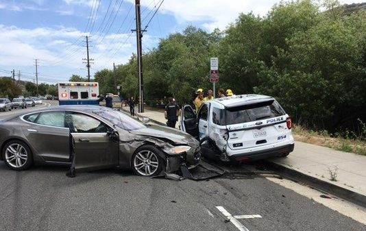 Tesla in Autopilot mode crashes into parked police cruiser