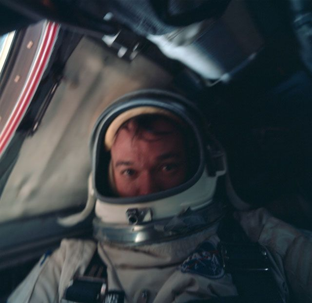 8 perfect astronaut selfies for when you just need some space