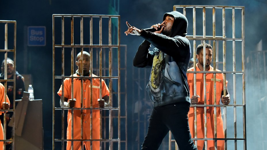 BET Awards: Meek Mill Pays Tribute to XXXTentacion While Performing Stay Woke