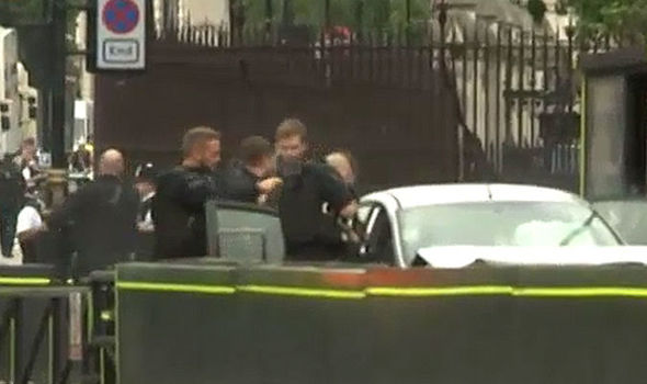 Parliament crash VIDEO: Watch as armed police swoop after car crashes into Westminster