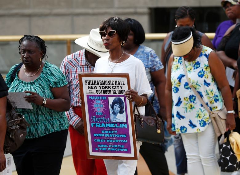 Public begins paying last respects to Aretha Franklin at Detroit African-American history museum