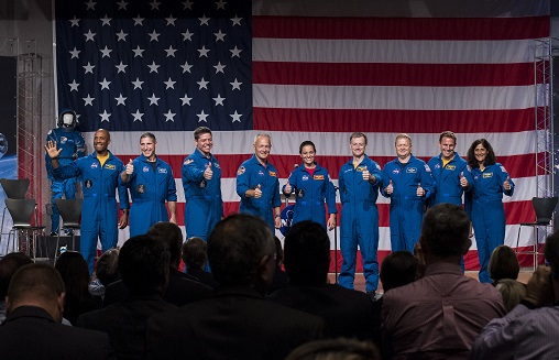 These 9 Astronauts Will Fly the 1st Flights on SpaceX and Boeing Spaceships