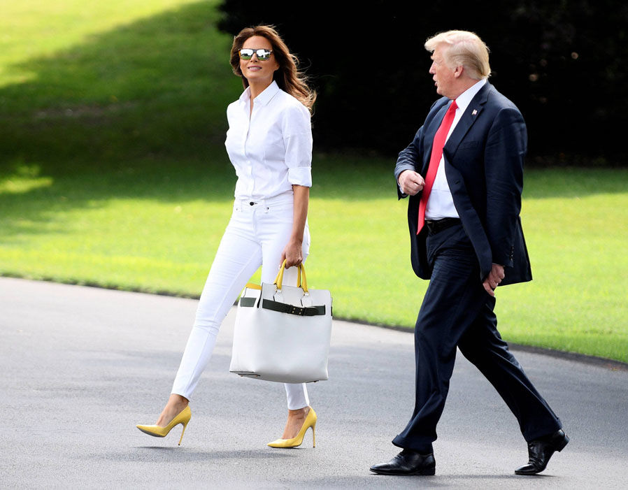 Melania Trump shows of incredible figure in tight white jeans with husband Donald