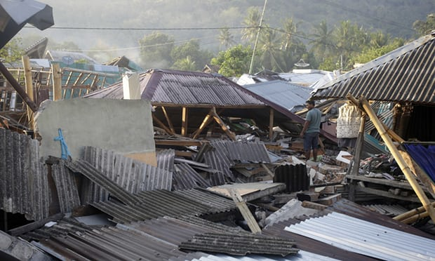 Lombok earthquake: new quake hits as death toll from earlier tremor tops 300