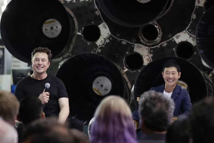 Elon Musks SpaceX to send Japanese billionaire Yusaku Maezawa on journey around the moon