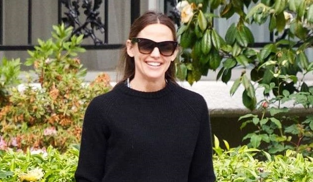 Jennifer Garner Driving a Tractor Is the Best Way to Ring in the First Day of Fall