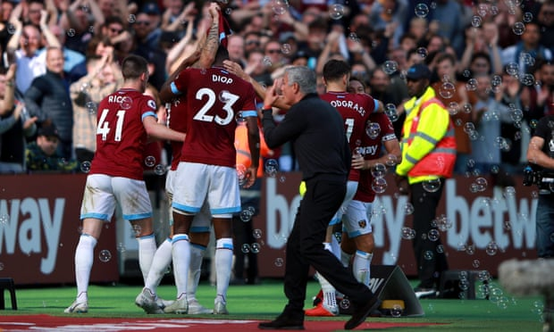 Arnautovic seals victory as West Ham compound Manchester United gloom