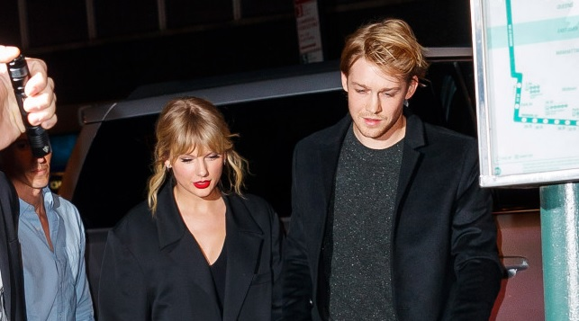 Taylor Swift and boyfriend Joe Alwyn show rare PDA at 'SNL' afterparty