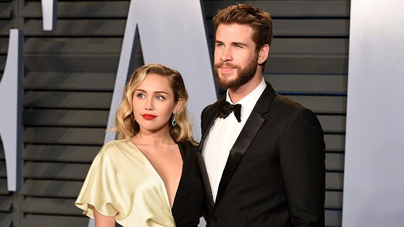 Miley Cyrus Spends New Years With Liam Hemsworths Family After Surprise Wedding
