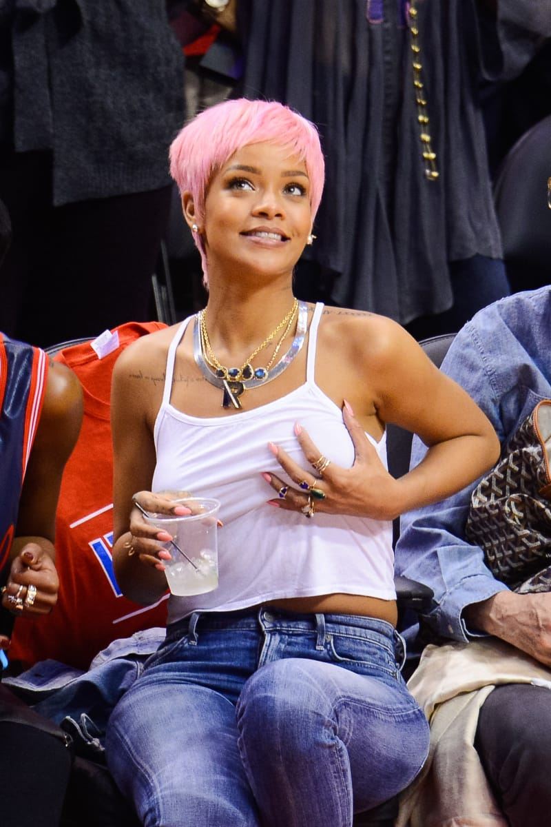 19 Rihanna Watching Basketball Pictures You Have To See Before You Die