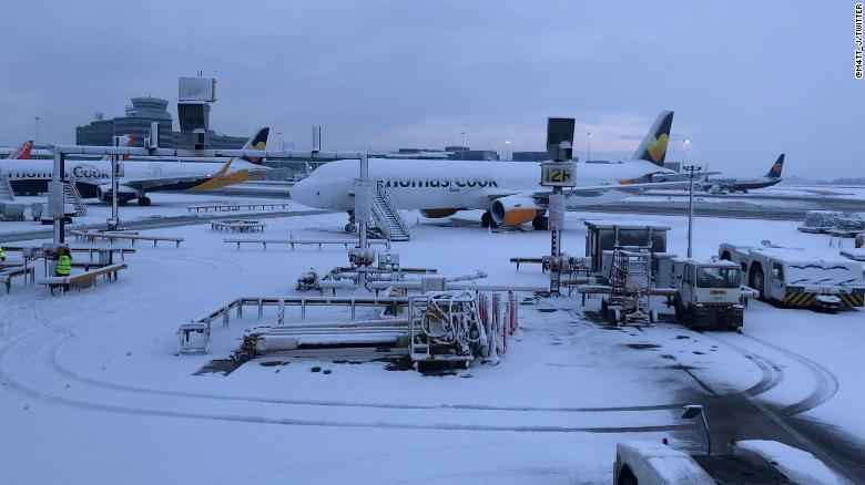 Snow hits the UK; Manchester Airport closed, flights canceled