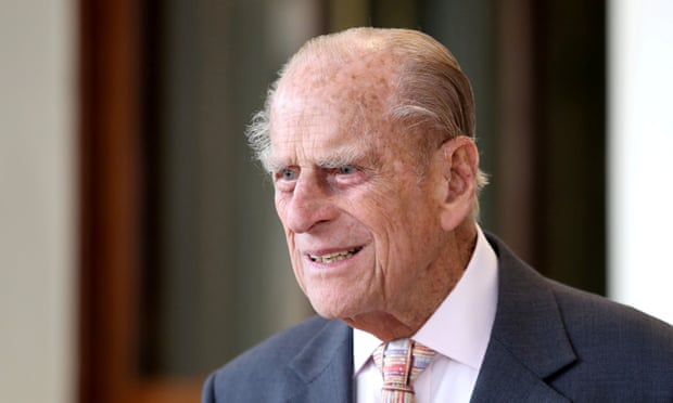 Prince Philip gives up driving licence three weeks after car crash