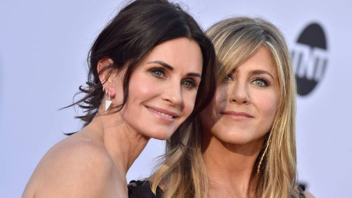 Jet carrying Jennifer Aniston, Courteney Cox Makes Emergency Landing